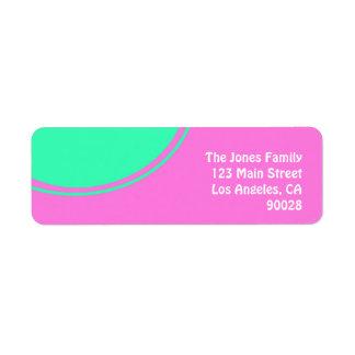 rose lumineux avec le cercle vert étiquettes d'adresse retour