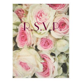 Rose romantique de rose épousant la carte de RSVP