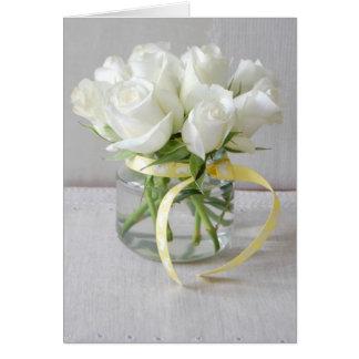 Roses blancs de nouvelle carte de bébé et ruban de