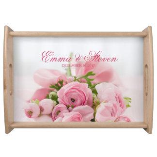 Roses roses épousant le plateau de portion de