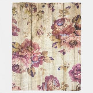 Roses roses vintages sur la couverture en bois