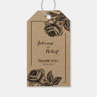 Roses rustiques épousant des étiquettes de cadeau