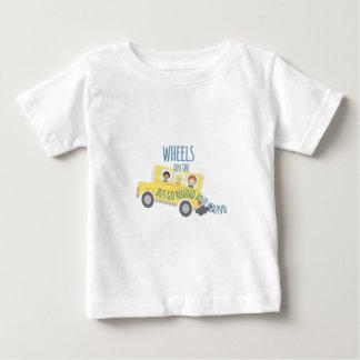 Roues sur l'autobus t-shirt pour bébé