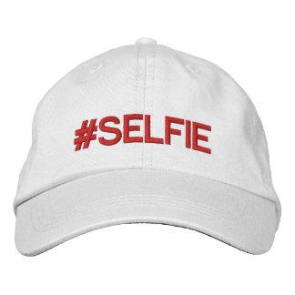 Rouge blanc de casquette de #Hashtag de Selfie