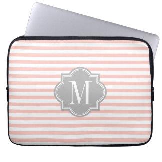 Rougissent les rayures roses avec le monogramme housses ordinateur portable