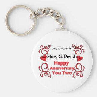Rouleaux rouges et noms de coeur et anniversaire porte-clé rond