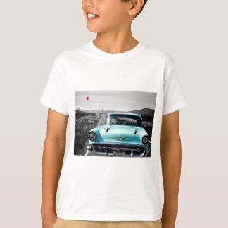 route de Chevy de 1957 bleus layette longue dans T-shirt