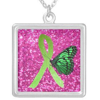 Ruban de Lyme avec le collier vert de rose de