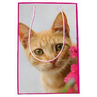 Sac Cadeau Moyen Chaton mignon de chat de gingembre vous observant