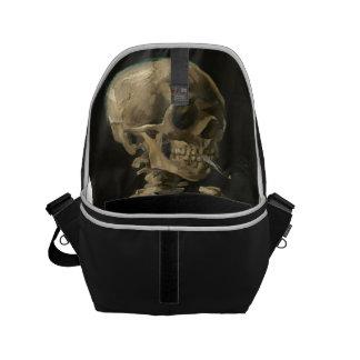 Sacoche Crâne squelettique avec la cigarette brûlante par