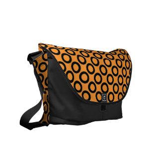 Sacoche Rétros anneaux noirs sur le sac messenger orange