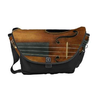 Sacoches Stradivari s'est reproduit dessus