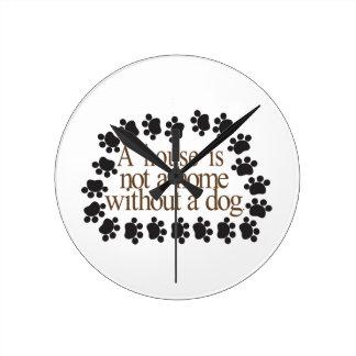 Sans chien horloge ronde