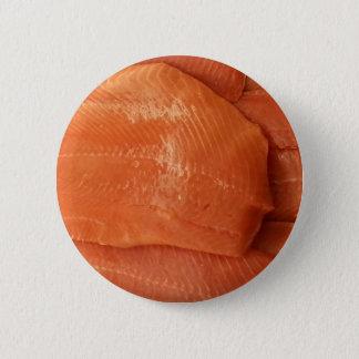 Saumon ceint d'un bandeau badge rond 5 cm