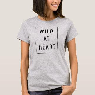 Sauvage au T-shirt Tumblr de coeur