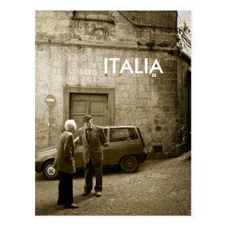 Scène de rue en carte postale de sépia avec le