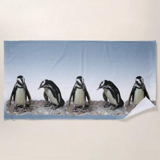 Serviette De Plage Oiseaux noirs et blancs de pingouin sur la
