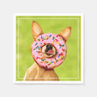 Serviette En Papier Le chien drôle de chiwawa avec arrosent le beignet