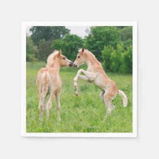 Serviette Jetable Amis mignons de poulains de chevaux de Haflinger