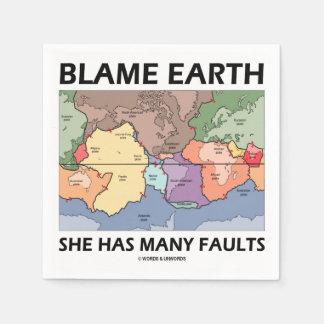 Serviette Jetable La terre de blâme elle a beaucoup de défauts (la