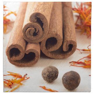 Serviettes De Table Bâtons de cannelle, safran aromatique et piment