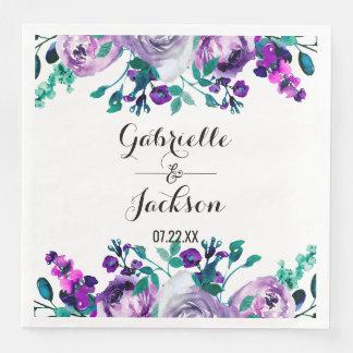 Serviettes En Papier Menthe et monogramme floral pourpre de mariage