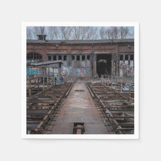 Serviettes Jetables Vieil entrepôt abandonné