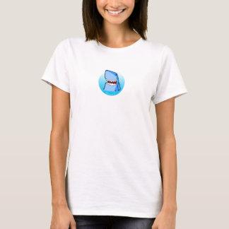 Shaaark dans le T-shirt blanc d'une femme de