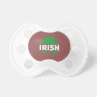 Shamrock irlandais Z2n9r de feuille de trèfle Tétine