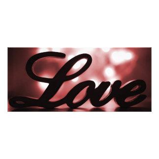 Signe d'amour avec les lumières rouges d'étincelle modèle de carte double