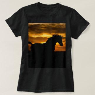 Silhouette noire de coucher du soleil de cheval t-shirt