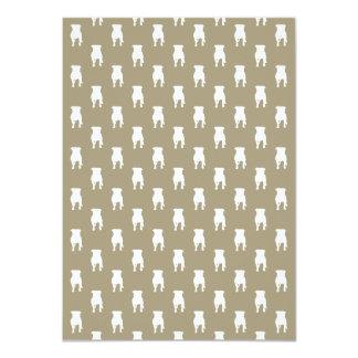 Silhouettes blanches de carlin sur l'arrière - carton d'invitation  11,43 cm x 15,87 cm