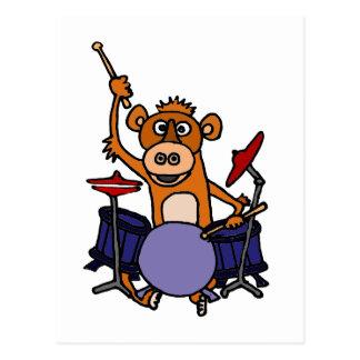 Singe drôle jouant des tambours carte postale