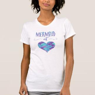Sirène mignonne au T-shirt des femmes de coeur