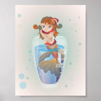 Sirène mignonne dans un verre