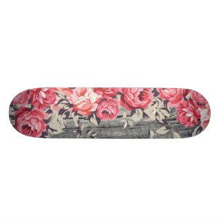 Skateboard Plate-forme rose de planche à roulettes de roses