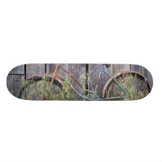 Skateboards Personnalisés Les Etats-Unis, Orégon, courbure. Un vieux vélo