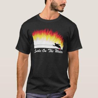 """Ski d'eau de slalom """"fumée T-shirt sur eau"""""""