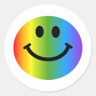 Smiley d'arc-en-ciel sticker rond