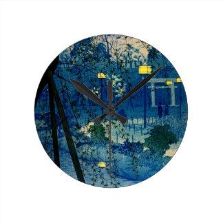 Soirée japonaise vintage dans le bleu horloge ronde