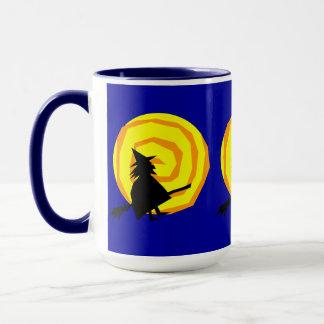 Sorcière de Halloween et tasse de café de lune