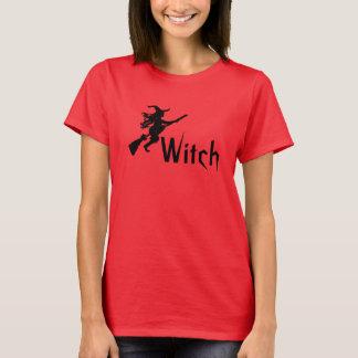 Sorcière sur une chemise de sorcière de balai t-shirt