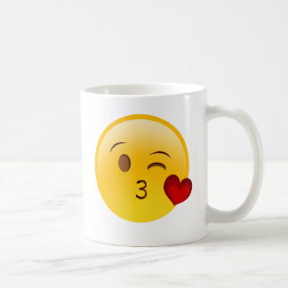 Soufflez un autocollant d'emoji de baiser mug blanc