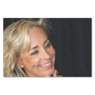 Sourire blond de femme papier mousseline