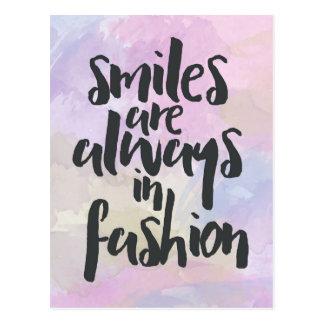 Sourire dans la citation de mode carte postale