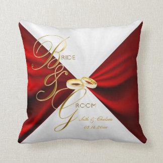 Souvenir rouge et blanc de satin de mariage oreiller