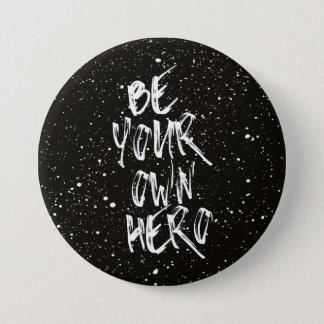 Soyez votre propre citation (noire) de héros badge rond 7,6 cm