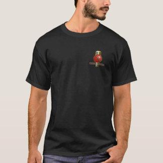 Spencer Hughes vers le bas au T-shirt de noir