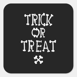 Sticker Carré Des bonbons ou un sort noir et blanc