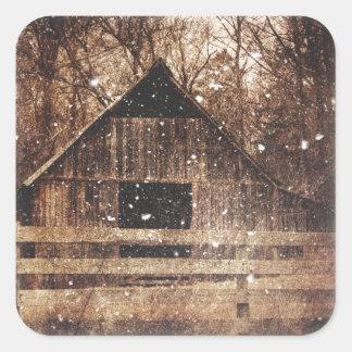 Sticker Carré Grange rurale d'hiver de pays primitif de neige
